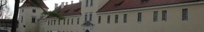 Жовківський район – район Львівської області. Районним центром є місто Жовква. Тут проживає 109318 осіб. Площа становить 1 295 км. кв. На північному заході район межує з Республікою Польща. На території району є 3 міста — Жовква, Рава-Ру�. Фото  2