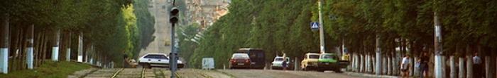 """Siewierodonieck często nazywany Perłą Donbasu. Został założony 29 kwietnia 1934, w związku z budową największego w fabryce nawozów sztucznych azotowych ZSRR, który dziś nazywany jest """"Azot"""". W 1950 r. nazywa Lishimstroy. Miasto ma ponad 110 tysięcy mieszkańców. Jest to jeden z głównych ośrodków przemysłowych, kulturalnych i naukowych Donbasu (drugie miejsce w rozwoju gospodarczym po A. Photo  4"""