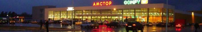 """Siewierodonieck często nazywany Perłą Donbasu. Został założony 29 kwietnia 1934, w związku z budową największego w fabryce nawozów sztucznych azotowych ZSRR, który dziś nazywany jest """"Azot"""". W 1950 r. nazywa Lishimstroy. Miasto ma ponad 110 tysięcy mieszkańców. Jest to jeden z głównych ośrodków przemysłowych, kulturalnych i naukowych Donbasu (drugie miejsce w rozwoju gospodarczym po A. Photo  3"""