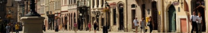 Львів розташований на р. Полтва, знаходиться в західній частині України за 70 км. від кордону з Польщею. Відпочинок у Львові - це улюблене заняття мільйонів українців та іноземоних туристів, адже це чудернацьке місто є культурною столицею Україн�. Фото  3