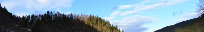 Путильський район знаходиться у південно-західній частині Чернівецької області. Адміністративний центр — м. Путила. На заході та півночі район межує з Верховинським та Косівським районами Івано-Франківської області, на сході—з Вижни�. Фото  3