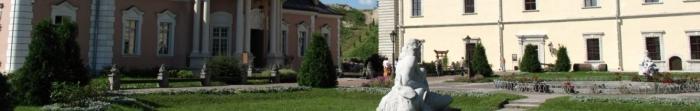 Золочевский район - район, который расположен в Львовской области.Районный центр - г.Золочев.Численность населения составляет 70 тыс..Это один из самых туристически привлекательных уголков Львовщины.Золочевский замок входит в с. Фото  1