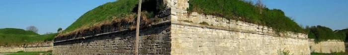 Золочевский район - район, который расположен в Львовской области.Районный центр - г.Золочев.Численность населения составляет 70 тыс..Это один из самых туристически привлекательных уголков Львовщины.Золочевский замок входит в с. Фото  3